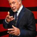 Tom Jones plastic surgery (3)