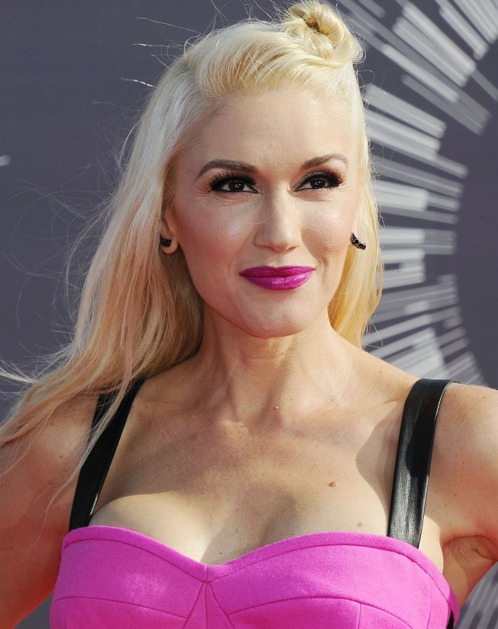 Gwen stefani boobs