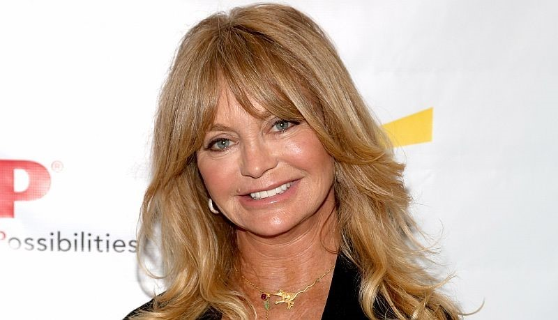 Goldie Hawn plastic surgery face lift for removing wrinkles