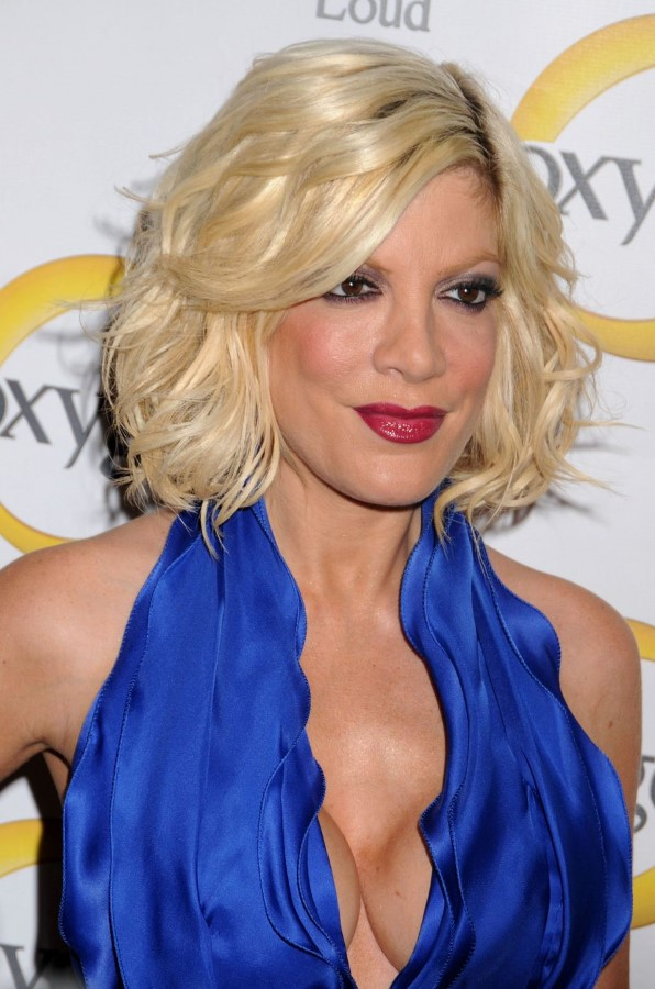 Tori Spelling after nose and breasts plastic surgery
